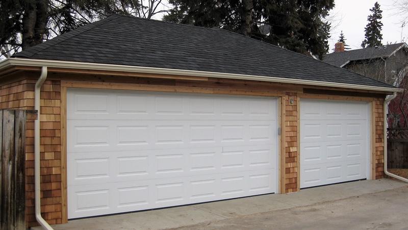 Cottage style garage